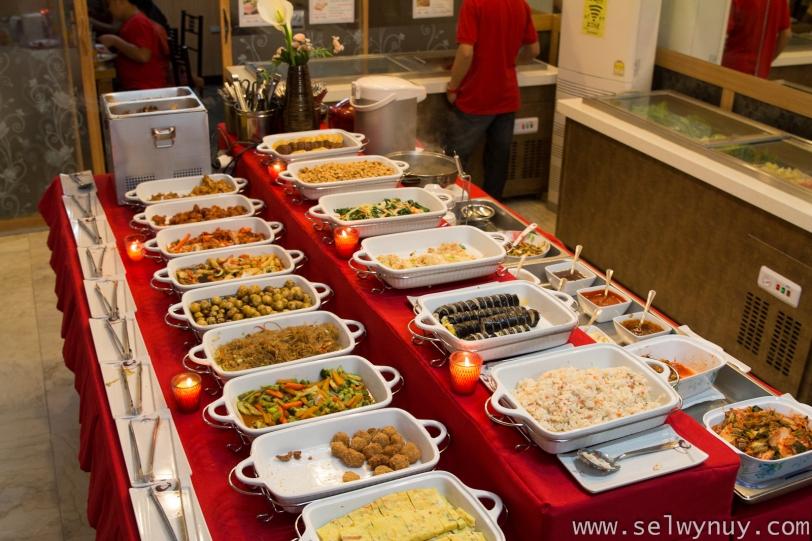Hwaroro Buffet Table